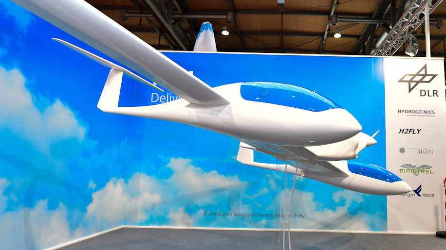 Recharge Wrap-up: DLR's HY4 fuel cell plane, VW's 'Golden Test Device' for EV charging