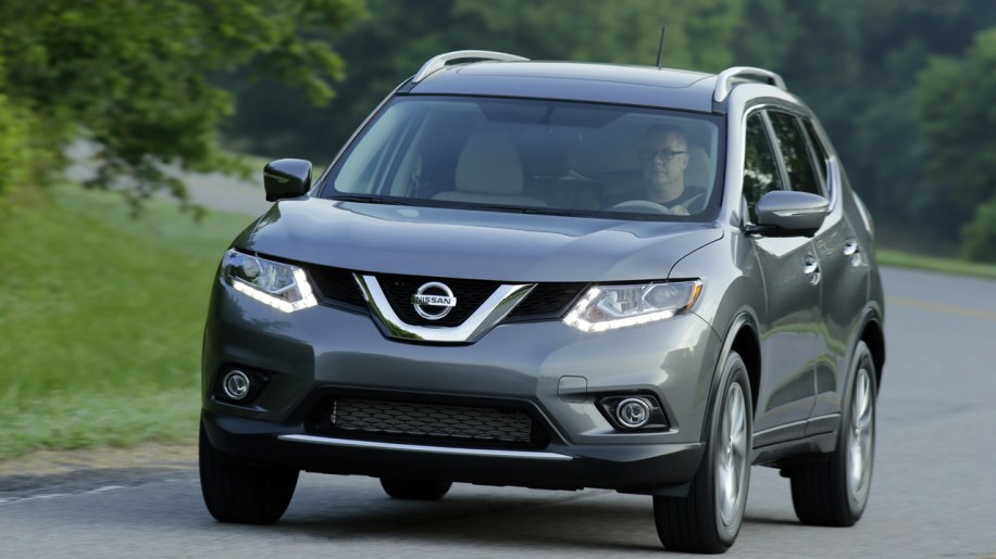 nissan rogue redesigned with three rows for 2014 autoblog. Black Bedroom Furniture Sets. Home Design Ideas