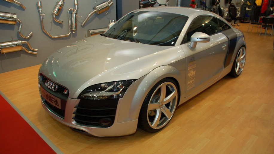 audi tt r8 photo gallery autoblog. Black Bedroom Furniture Sets. Home Design Ideas