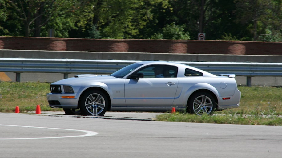 2008 Ford Mustangs On Track Photo Gallery Autoblog