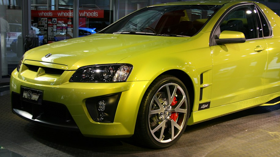 video top gear flogs the vauxhall vxr8 bathurst and hsv maloo autoblog. Black Bedroom Furniture Sets. Home Design Ideas