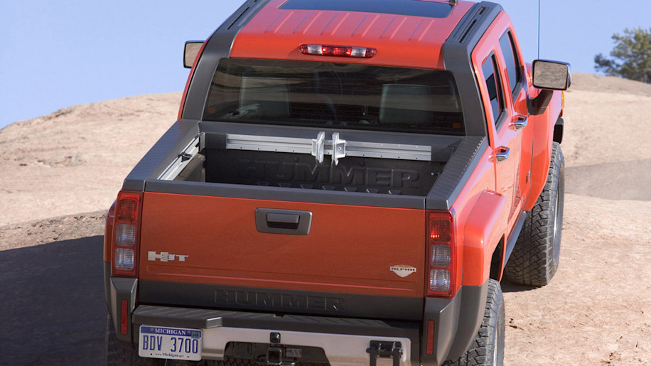 downsizing hummer General motors took a key step toward its downsizing on tuesday, striking a tentative deal to sell its hummer brand to a chinese manufacturer, while also rev.