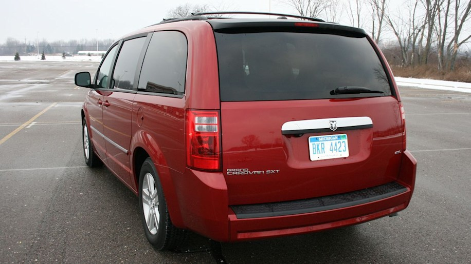 000308dodgecaravan_garage chrysler recalls 285k 2008 2009 minivans over fire risk autoblog  at panicattacktreatment.co