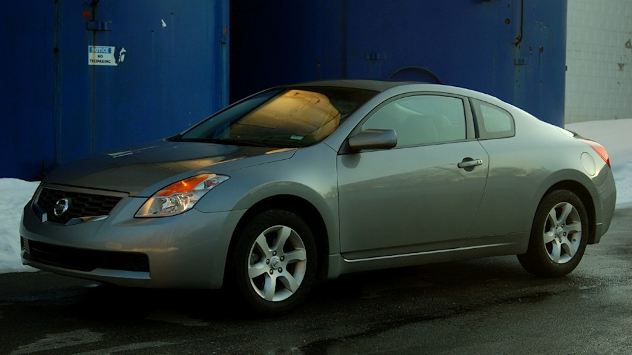 review 2008 nissan altima coupe 2 5s photo gallery autoblog. Black Bedroom Furniture Sets. Home Design Ideas
