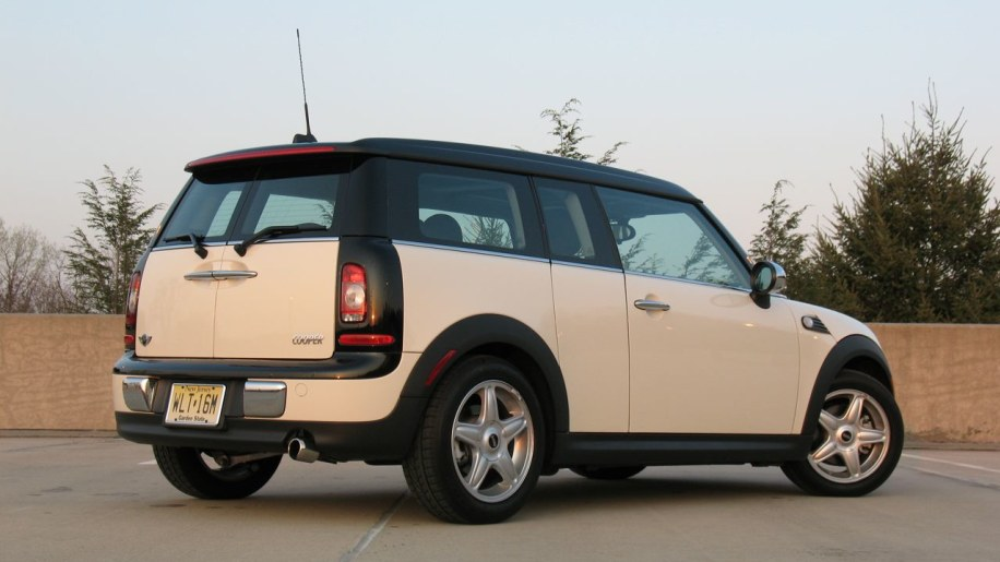 review 2008 mini cooper clubman photo gallery autoblog. Black Bedroom Furniture Sets. Home Design Ideas