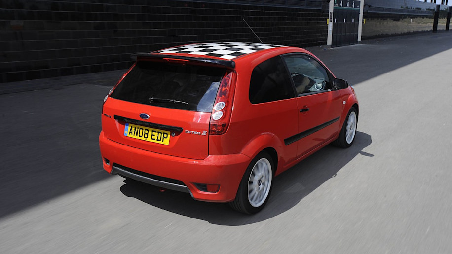 ford uk offers red edition fiesta zetec s autoblog. Black Bedroom Furniture Sets. Home Design Ideas