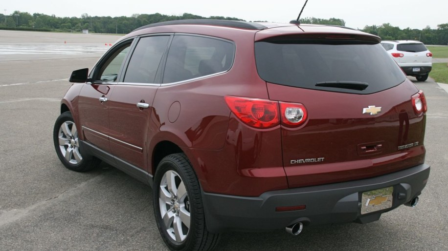 first drive 2009 chevrolet traverse photo gallery autoblog. Black Bedroom Furniture Sets. Home Design Ideas