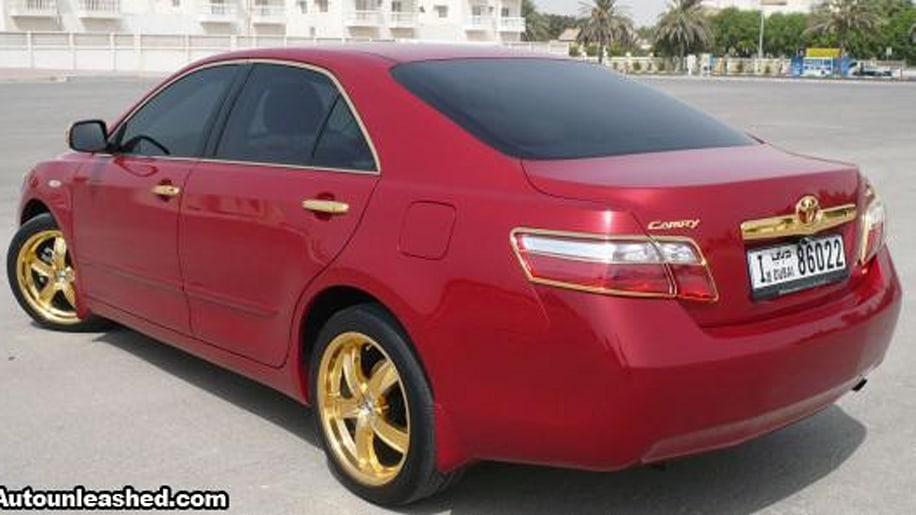 gilded shame gold trimmed camry spotted in dubai autoblog. Black Bedroom Furniture Sets. Home Design Ideas