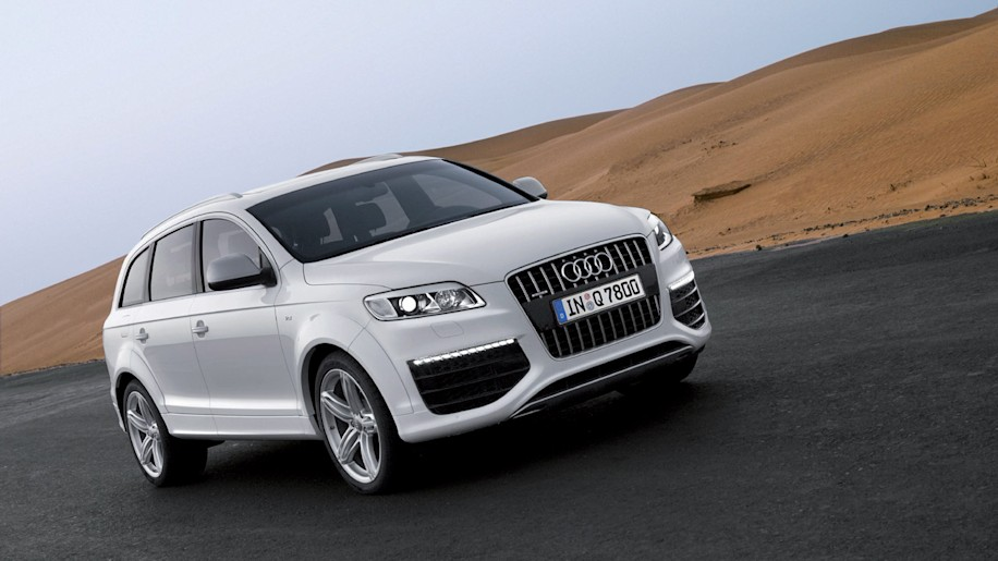 pics aplenty audi q7 v12 tdi autoblog. Black Bedroom Furniture Sets. Home Design Ideas