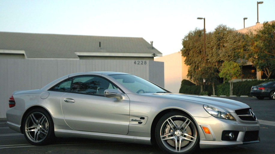 Review 2009 mercedes benz sl63 amg photo gallery autoblog for 2009 mercedes benz sl63 amg