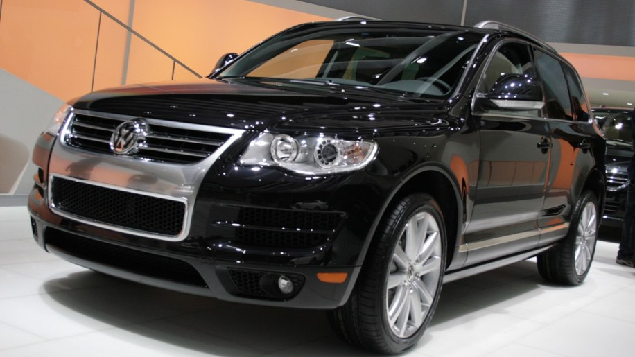 volkswagen touareg lux limited photo gallery autoblog. Black Bedroom Furniture Sets. Home Design Ideas