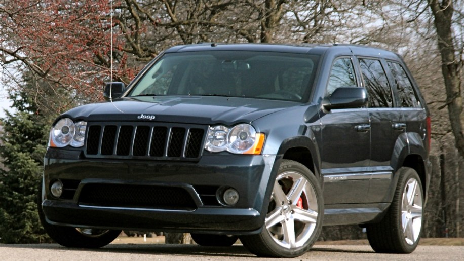 review 2009 jeep grand cherokee srt8 autoblog. Black Bedroom Furniture Sets. Home Design Ideas