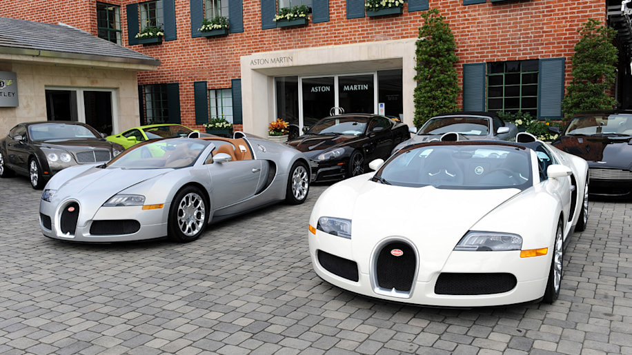 bugatti veyron operating costs so expensive it 39 s cheaper. Black Bedroom Furniture Sets. Home Design Ideas