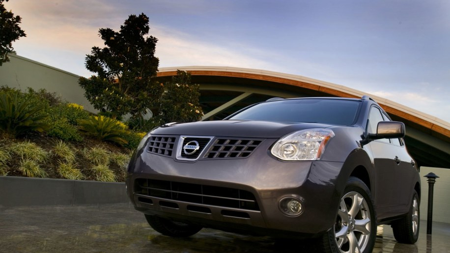 nissan prices 2010 rogue at 20 340 offers new value package autoblog. Black Bedroom Furniture Sets. Home Design Ideas
