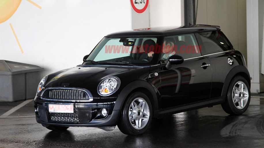 spy shots mini working on diesel s versions of cooper clubman autoblog. Black Bedroom Furniture Sets. Home Design Ideas