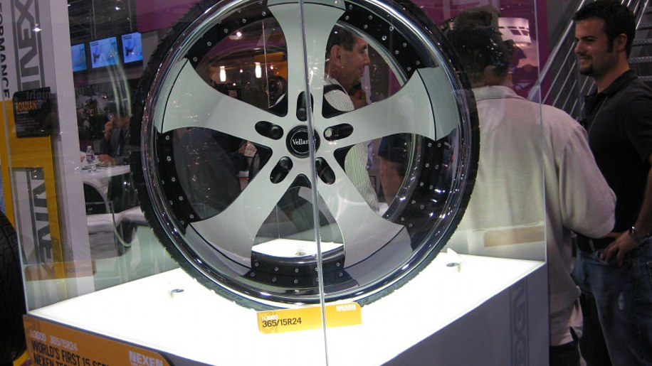 sema scraps 15 series tire from nexen barely holds air autoblog. Black Bedroom Furniture Sets. Home Design Ideas