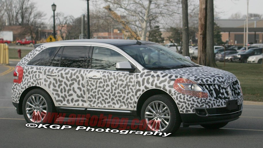 spy shots lincoln mkx and ford edge redesigns caught nearly naked autoblog. Black Bedroom Furniture Sets. Home Design Ideas