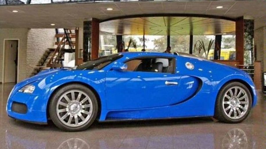 find of the day bugatti veyron with matching transporter autoblog. Black Bedroom Furniture Sets. Home Design Ideas