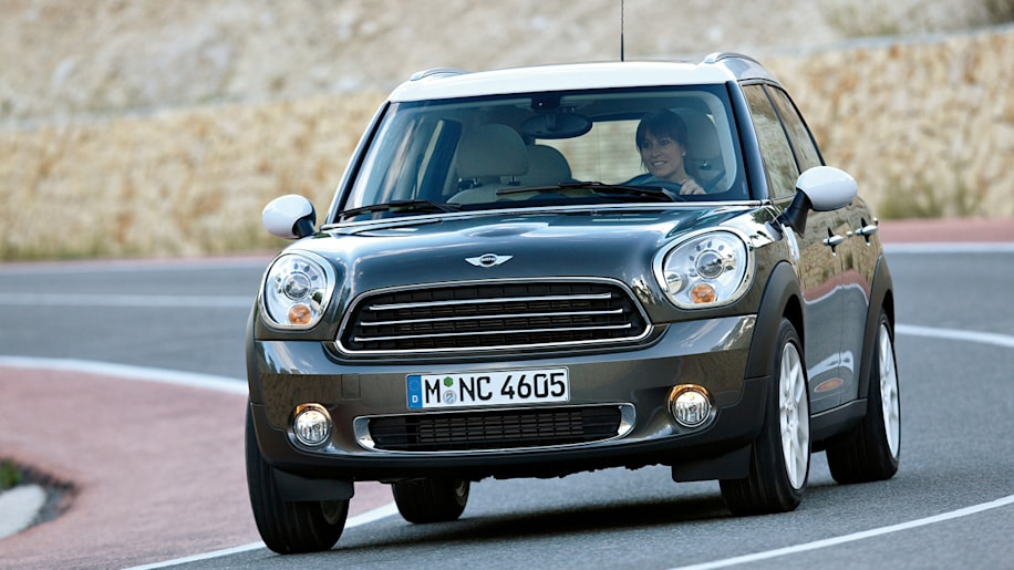 mini dishes out more info on countryman including complete specs autoblog. Black Bedroom Furniture Sets. Home Design Ideas