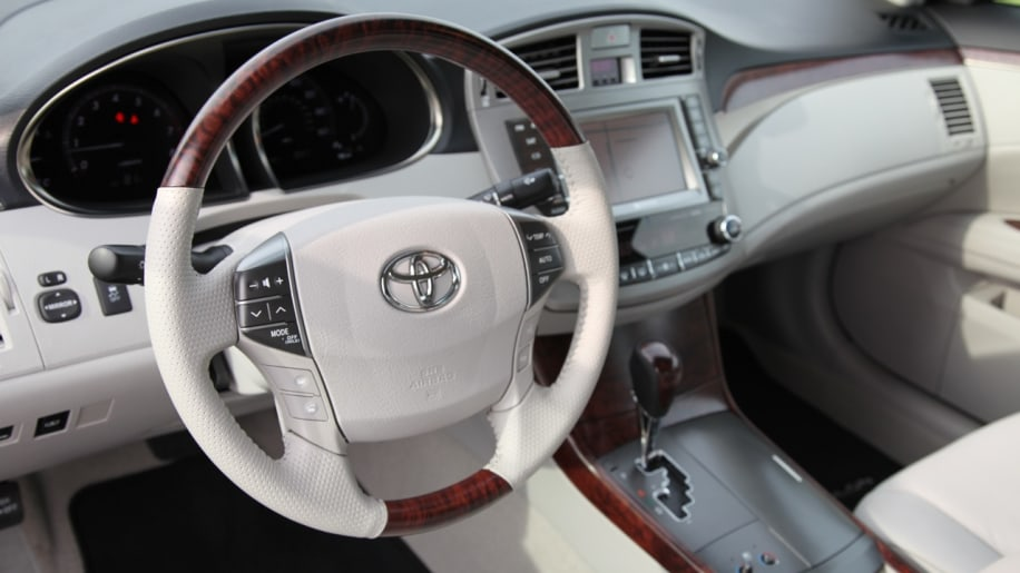 2011 toyota avalon review photo gallery autoblog. Black Bedroom Furniture Sets. Home Design Ideas