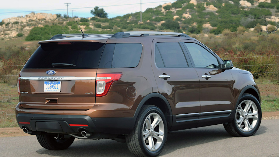 first drive 2011 ford explorer autoblog. Black Bedroom Furniture Sets. Home Design Ideas