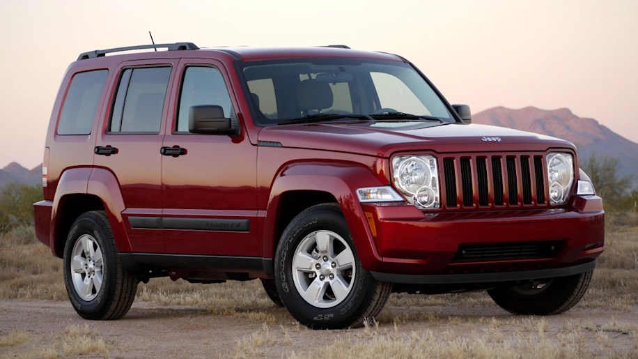review 2010 jeep liberty sport autoblog. Black Bedroom Furniture Sets. Home Design Ideas
