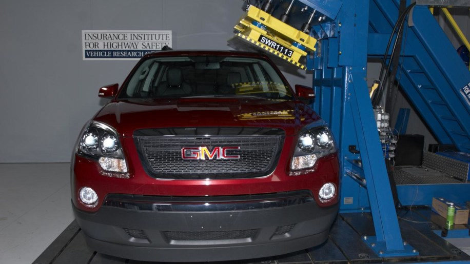 IIHS roof test on 2011 GMC Acadia