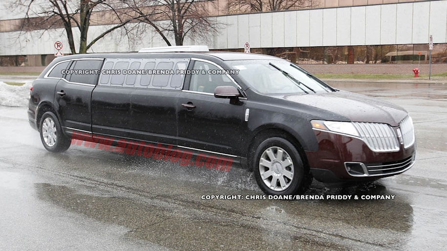 Lincoln MKT Stretch Limo: Spy Shots