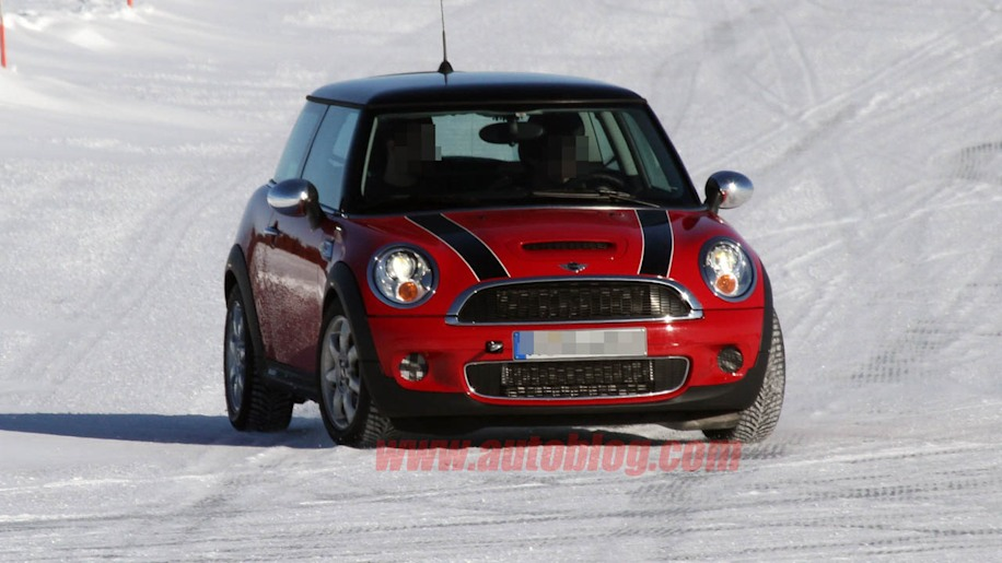 spy shots mini cooper hybrid with awd photo gallery autoblog. Black Bedroom Furniture Sets. Home Design Ideas