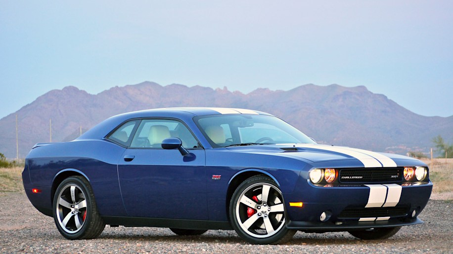 review 2011 dodge challenger srt8 392 w video autoblog. Black Bedroom Furniture Sets. Home Design Ideas