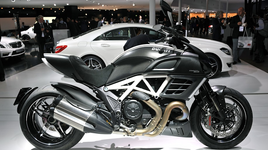 ducati diavel amg special edition autoblog. Black Bedroom Furniture Sets. Home Design Ideas