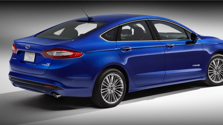 2013 ford fusion debuts along with 47 mpg fusion hybrid. Black Bedroom Furniture Sets. Home Design Ideas