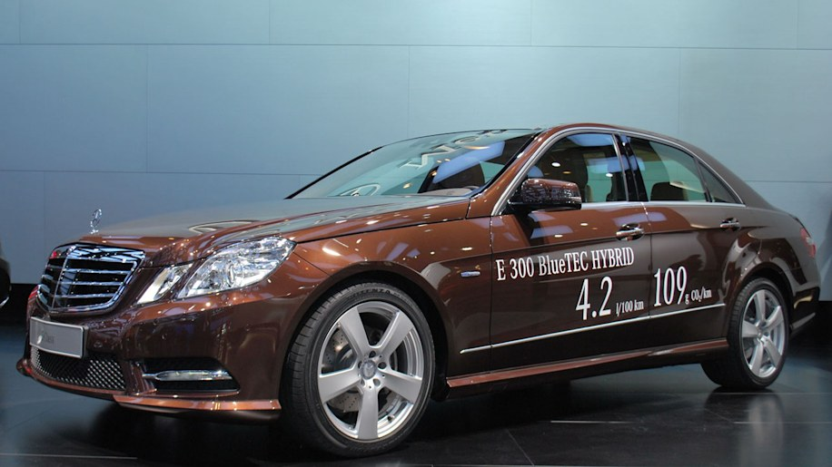 MercedesBenz Says EClass Hybrid Makes Cool Cars Greener Autoblog - Cool mercedes cars