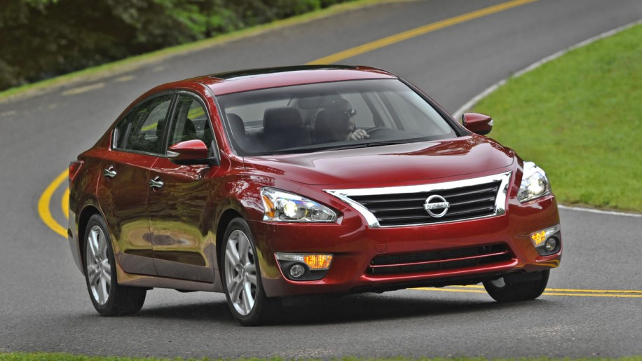 2013 nissan altima debuts does 38 mpg hwy and priced from. Black Bedroom Furniture Sets. Home Design Ideas