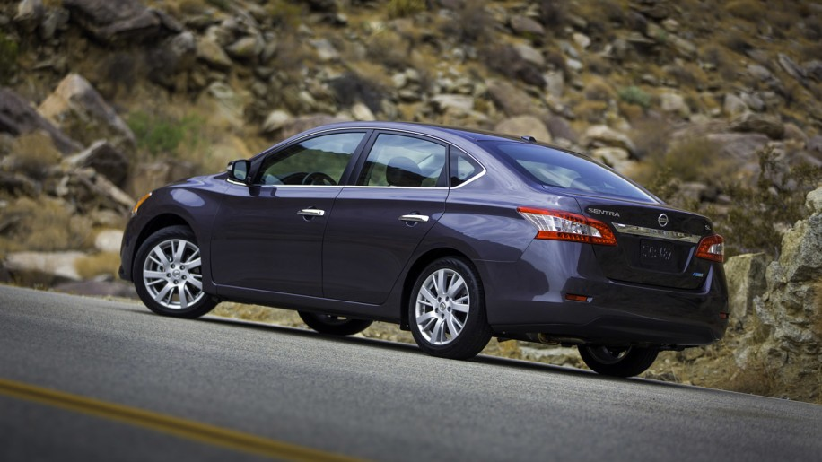 2015 nissan sentra specs and prices autoblog autos post. Black Bedroom Furniture Sets. Home Design Ideas