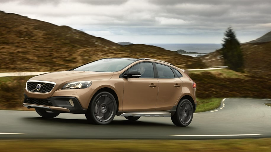 volvo v40 cross country photo gallery autoblog. Black Bedroom Furniture Sets. Home Design Ideas