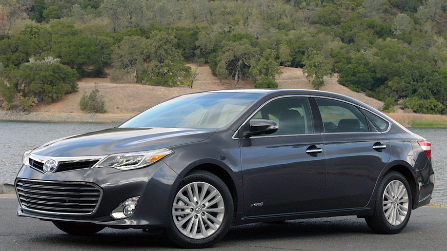 2013 toyota avalon w video autoblog. Black Bedroom Furniture Sets. Home Design Ideas