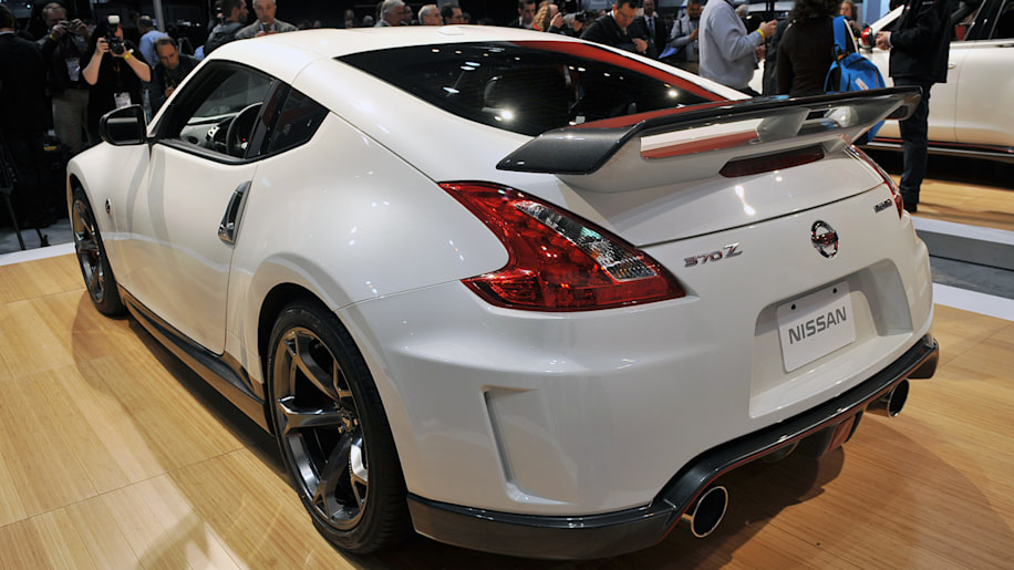 2014 nissan 370z nismo gets tweaked autoblog. Black Bedroom Furniture Sets. Home Design Ideas