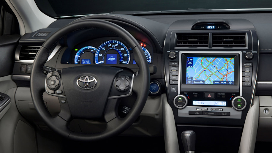toyota camry lineup gets interior and tech updates one year in autoblog. Black Bedroom Furniture Sets. Home Design Ideas