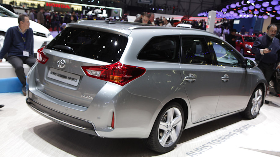 Toyota Auris Diesel 2016 >> Does this dealer leak hint at a Toyota Corolla wagon? - Autoblog