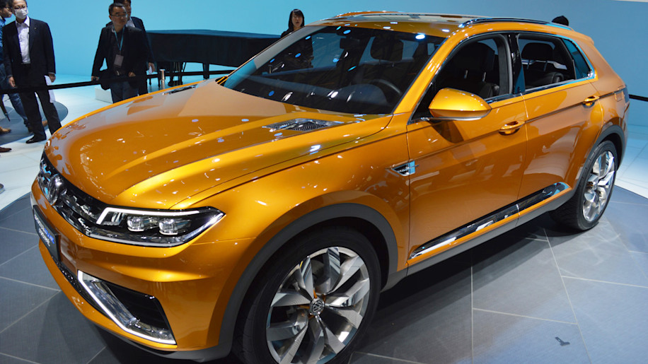Volkswagen CrossBlue Coupe Concept is green-tinted high performance