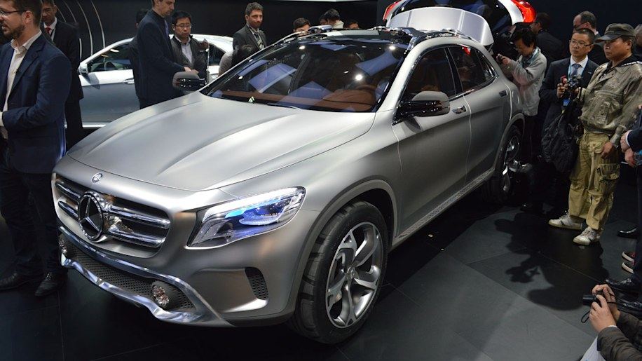 Mercedes-Benz GLA Concept gets mobbed in China