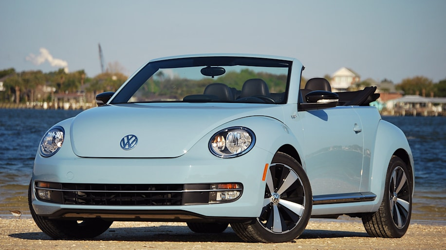 2013 volkswagen beetle turbo convertible autoblog. Black Bedroom Furniture Sets. Home Design Ideas