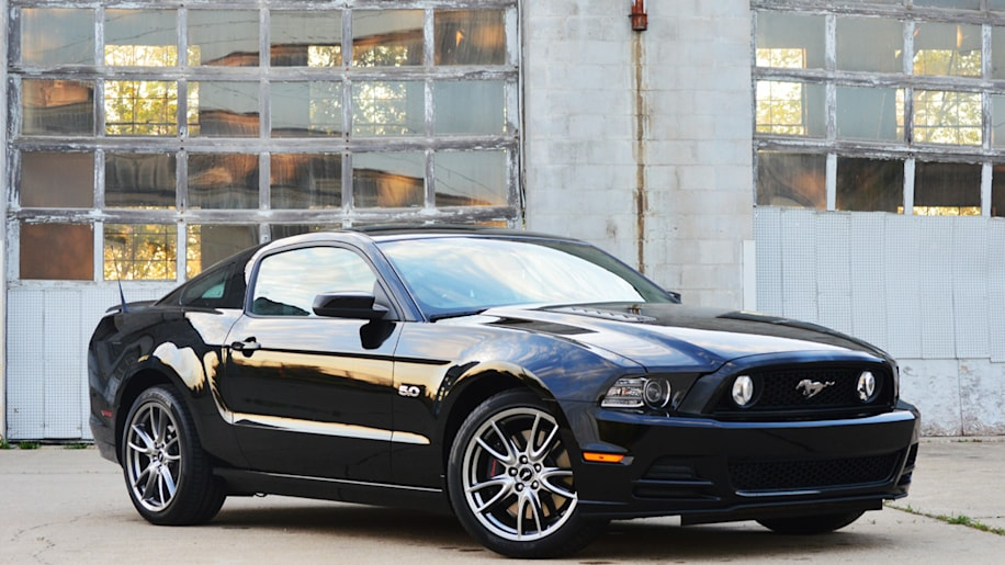 2014 ford mustang gt quick spin photo gallery autoblog. Black Bedroom Furniture Sets. Home Design Ideas