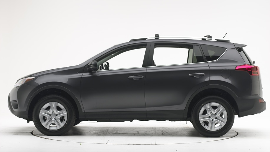 2013 toyota rav4 earns 39 poor 39 rating in iihs small overlap. Black Bedroom Furniture Sets. Home Design Ideas