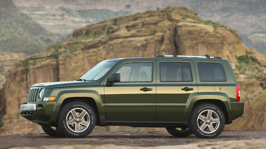 2007 jeep patriot delivers class leading fuel economy. Black Bedroom Furniture Sets. Home Design Ideas