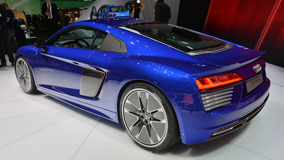 2016 audi r8 e tron packs 456 hp and goes on sale this year autoblog. Black Bedroom Furniture Sets. Home Design Ideas