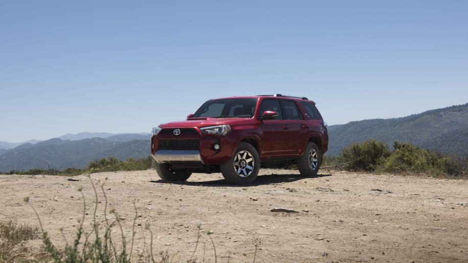 2017 toyota 4runner gets more off road models autoblog. Black Bedroom Furniture Sets. Home Design Ideas