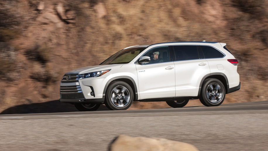 2017 toyota highlander hybrid limited platinum 005 1 2017 highlander will be first na toyota to get stop start autoblog 2011 Highlander Limited at creativeand.co