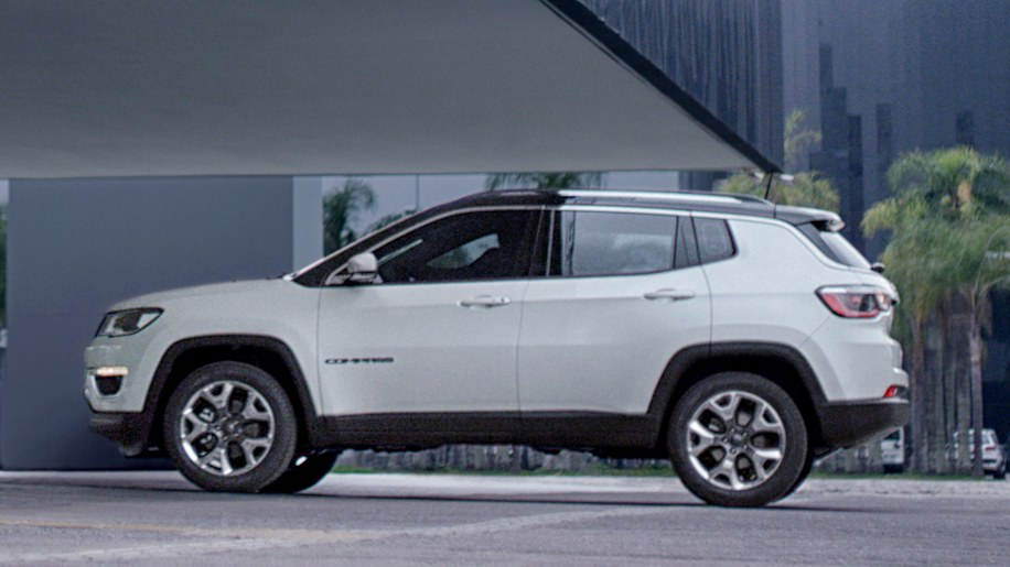 Jeep Certified Pre Owned >> 2017 Jeep Compass debuts with tiny Grand Cherokee looks ...